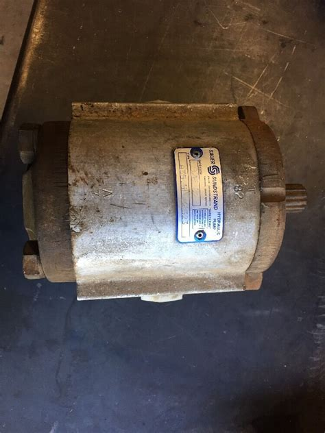 gear equipment hydraulic pump sauer sunstrand case   skid steer ebay
