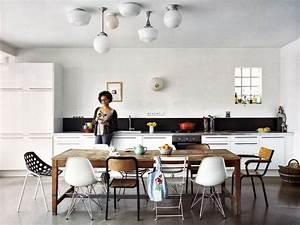 idees deco avec des chaises depareillees conseils With idee deco cuisine avec chaise salle a manger metal