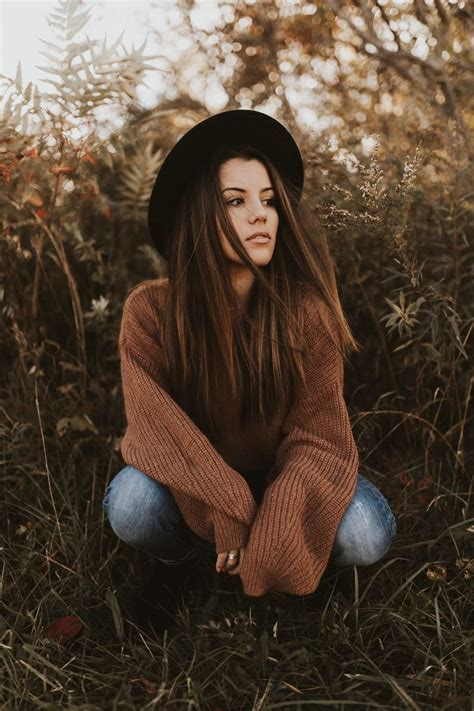 fall senior photoshoot casual outfit  fedora hat