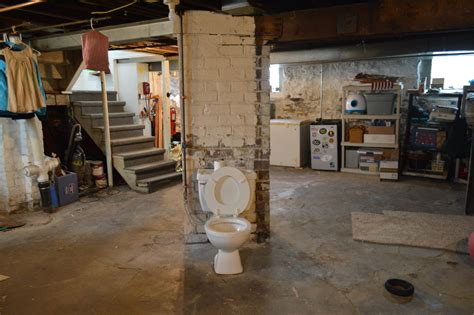 documenting  pittsburgh potty  architectural mystery
