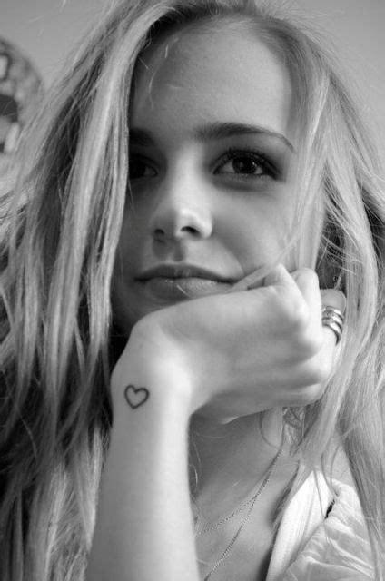 28 Cute Small Heart Tattoo Ideas For Women - Styleoholic