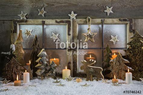 Fenster Mit Kerzen, Schnee Und Holz