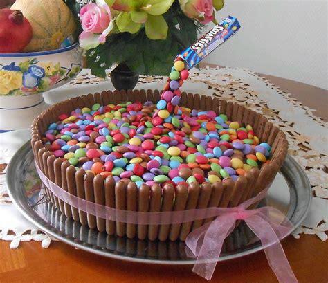 cake gravity gateau anniversaire suspendu fingers smarties