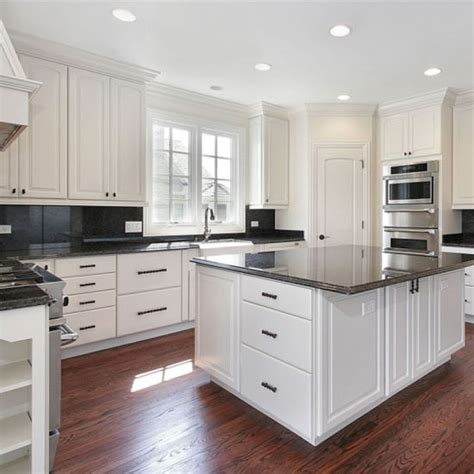 Quality Kitchen Cabinet Doors by China High Quality Standard White Shaker Door Solid Wood