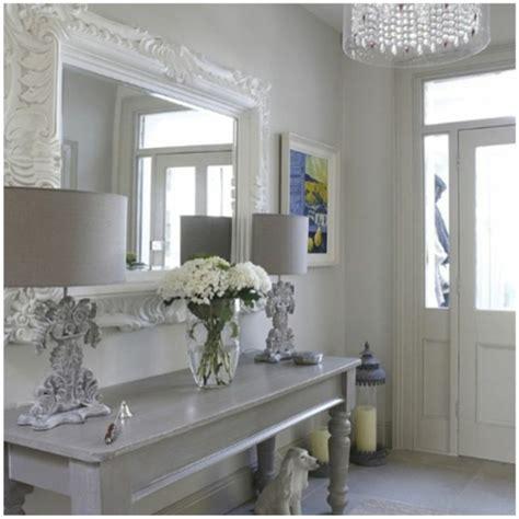 le miroir baroque est  joli accent deco