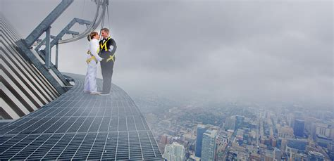 Edgewalk CN Tower Wedding Photo   RED STUDIOS