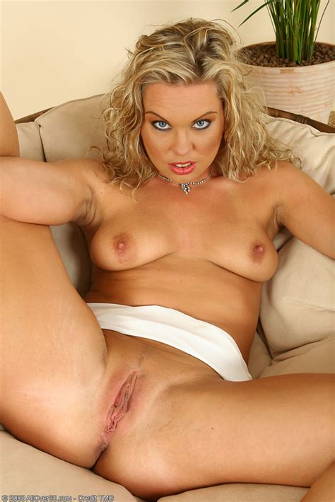Horny Blonde Milf Romana Toying Her Shaved Mature Pussy