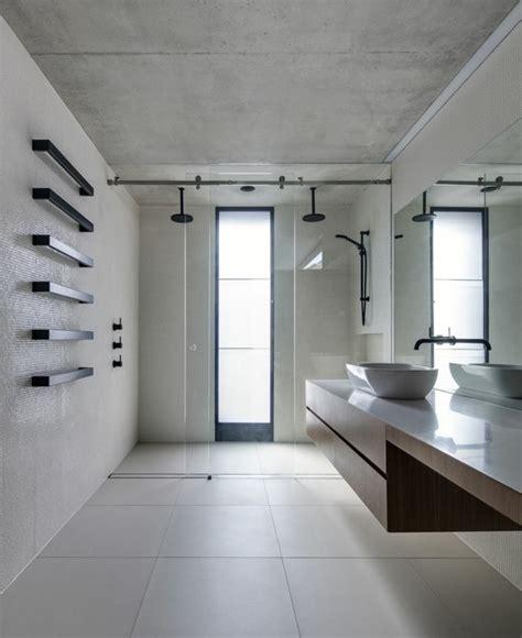 peindre un plafond tendu salle de bain plafond noir chaios