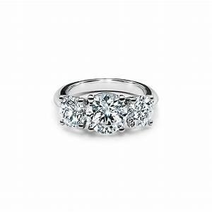 Tiffany Ring Verlobung : tiffany three stone engagement ring in platinum an expression three stone diamond rings ~ A.2002-acura-tl-radio.info Haus und Dekorationen