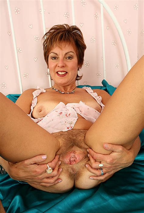 MATURE SLUT SPREADING HAIRY HOLE Porn Pic From