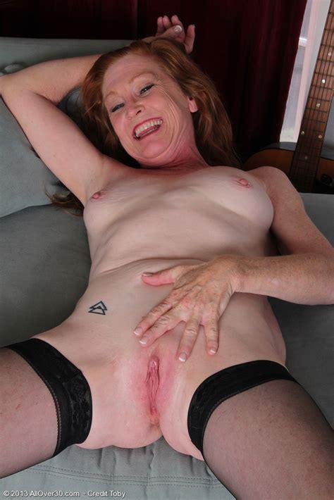 Redhead MILF Tami Estelle Cuddle Her Bosoms / MILF Fox