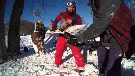 È successo nel modenese a pavullo nel. Sabering Champagne with Snowboard \ Sciabolare con lo ...