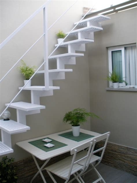 escaleras ligeras en 2019 Escaleras de patio Escaleras