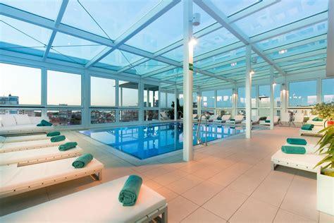 hotel con idromassaggio all ultimo piano dell hotel piscina coperta con idromassaggio