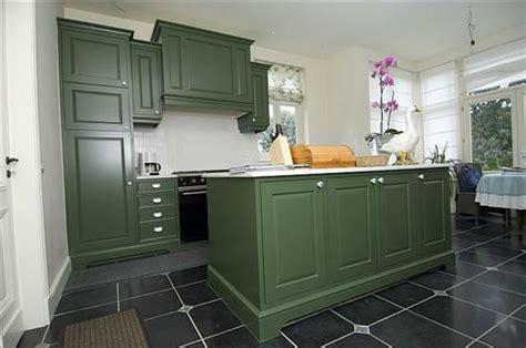 peinture verte cuisine meuble cuisine vert pomme salle de bain vert pomme meuble