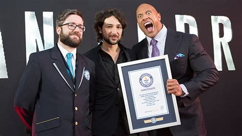 dwayne  rock johnson sets selfie record  fans
