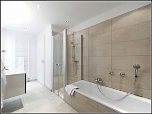 Badezimmer Mit Dusche Und Badewanne Badewanne Hause