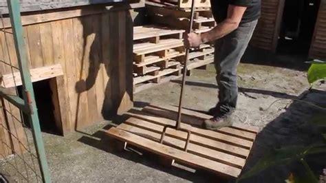 declouer facilement une palette pour recuperer le bois