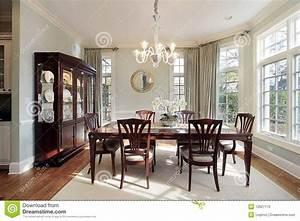 Fenetre En Saillie : salle manger avec des fen tres en saillie image stock image du lumi re ameublement 12627173 ~ Louise-bijoux.com Idées de Décoration