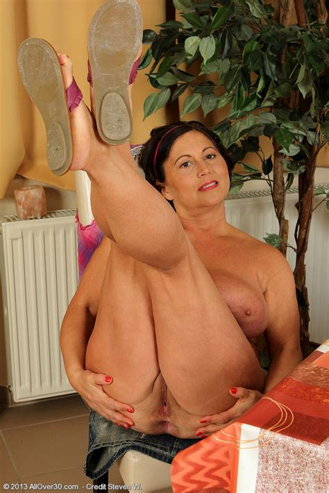 busty milf kata drag out her yummy melons moms archive