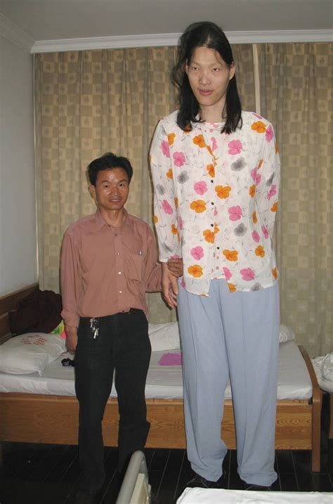 Worlds Tallest Woman Has Died In China At Age 39 The