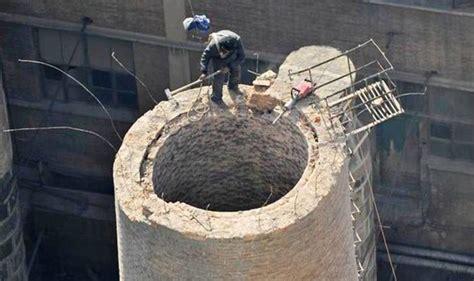 Demolition Worker Painstakingly Destroys 45-metre High