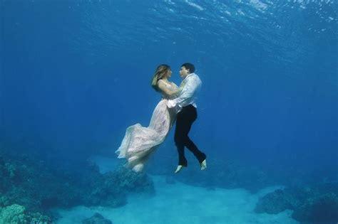 trash  dress underwater wedding photography bored panda