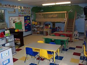 LOVE the loft in this classroom! Someday I will have one ...