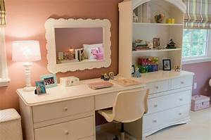 Little girl bedroom with desk and wall cabinet | Interior ...