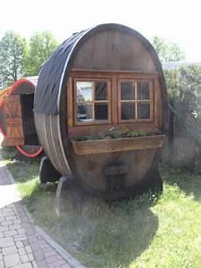 Fass Als Gartenhaus : 10000l ovale fass gartenlaube mit tisch zwei b nke und schlaffunktion verkaufstand weintheke ~ Markanthonyermac.com Haus und Dekorationen