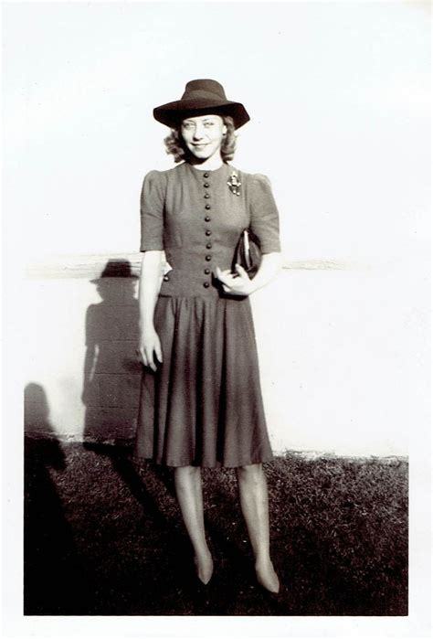 What Did Women Wear in the 1940s? Here Are 40 Vintage Snapshots Show Everyday 1940s Womenu0026#39;s ...