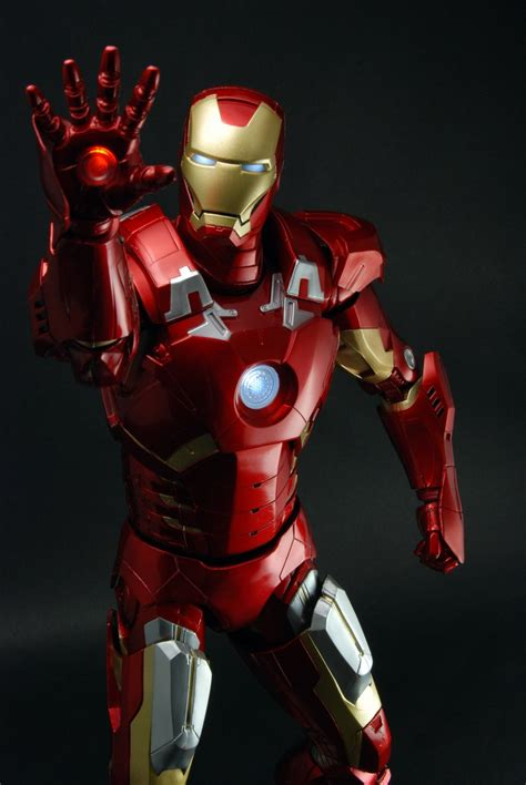 avengers  scale figure iron man case