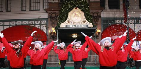 macys thanksgiving day parade  performers lineup