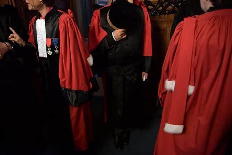 statut du parquet le conseil constitutionnel va trancher la croix
