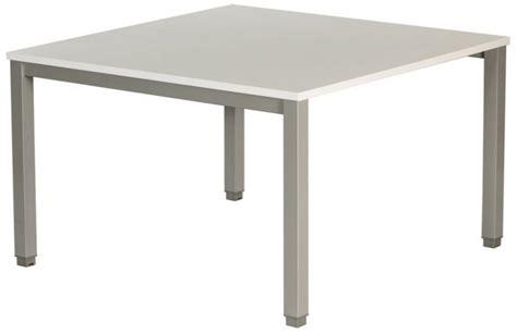 bureau louer table de réunion carrée plateau blanc piétement alu