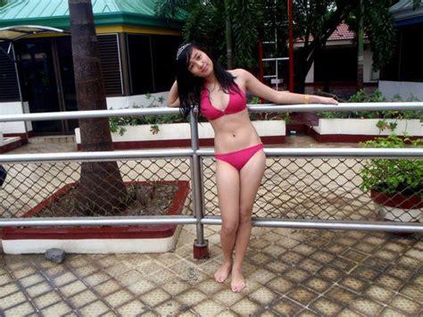 Gadis Bikini Di Kolam Renang Kumpulan Foto Telanjang