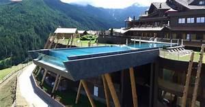 Una Piscina A Strapiombo Sulle Dolomiti