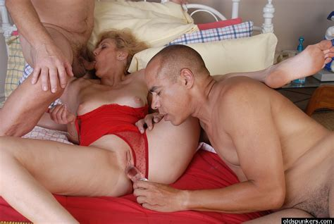 Mmf Granny Threesome With Old Spunker Dana Getting Spit