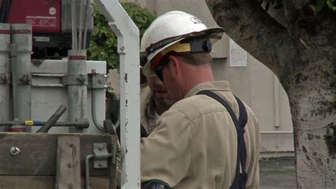 power outage  glendora leaves  customers