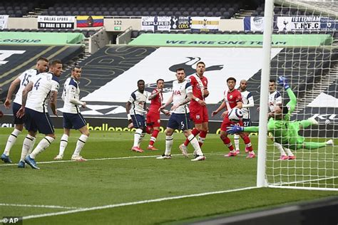 Tottenham 2-1 Southampton - Premier League: Son nets last ...