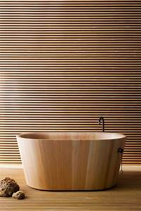Freistehende Badewanne Holz : freistehende badewanne aus holz boden und wandverkleidung aus holzlatten b der in 2019 ~ Yasmunasinghe.com Haus und Dekorationen