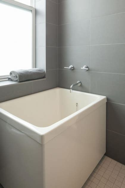 Japanese Soaking Tubs For Small Bathrooms by Japanese Soaking Tubs For Small Bathrooms Bathtub Designs
