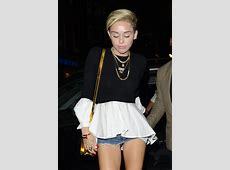 Miley Cyrus Wardrobe Malfunction Pics Singer Flashes