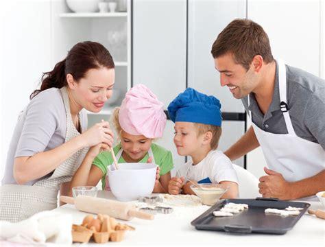 cuisiner quelqu un pourquoi et comment encourager nos enfants à cuisiner