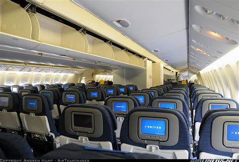 boeing 777 200 interieur boeing 777 222 er united airlines aviation photo 1803695 airliners net