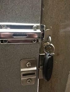 Bathroom, Stall, Lock, Broken, Fixed, Lifehacks