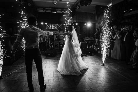 Tips To Ensure Your First Dance And First Dance Photos