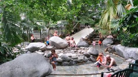 location chambre de bonne pas cher la piscine a vague photo de center parcs les hauts de