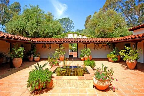 spanish style house  courtyard  replica houses spanish colonial feuerstelle garten