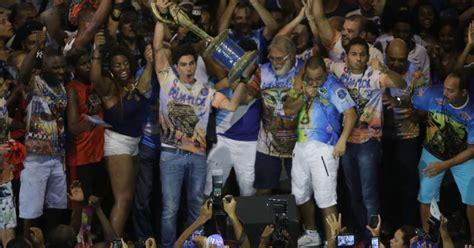 Veja fotos da comemoração da Beija-Flor, escola campeã do RJ